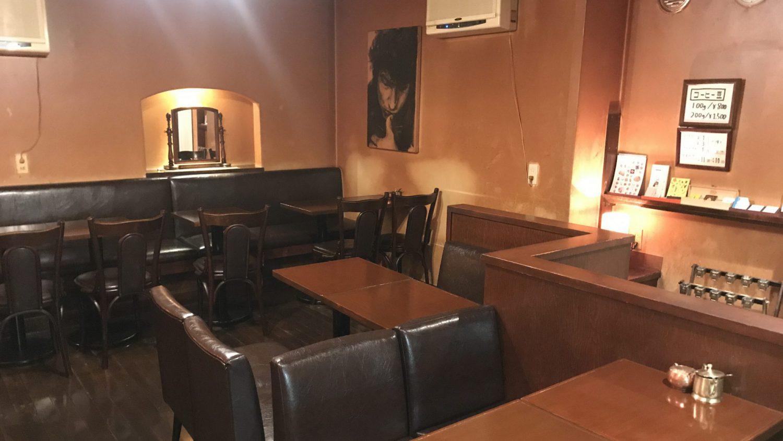 ボブ・ディランも物思いに耽る喫茶店。
