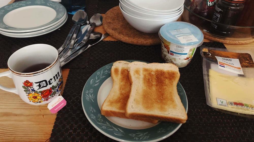 トーストとブラックティー